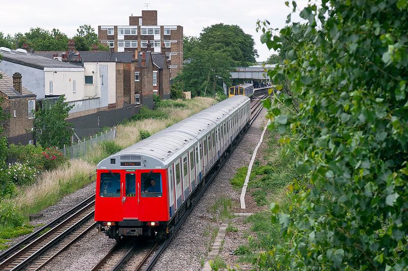 District Line 7098, Kew Gardens 22/6/2006