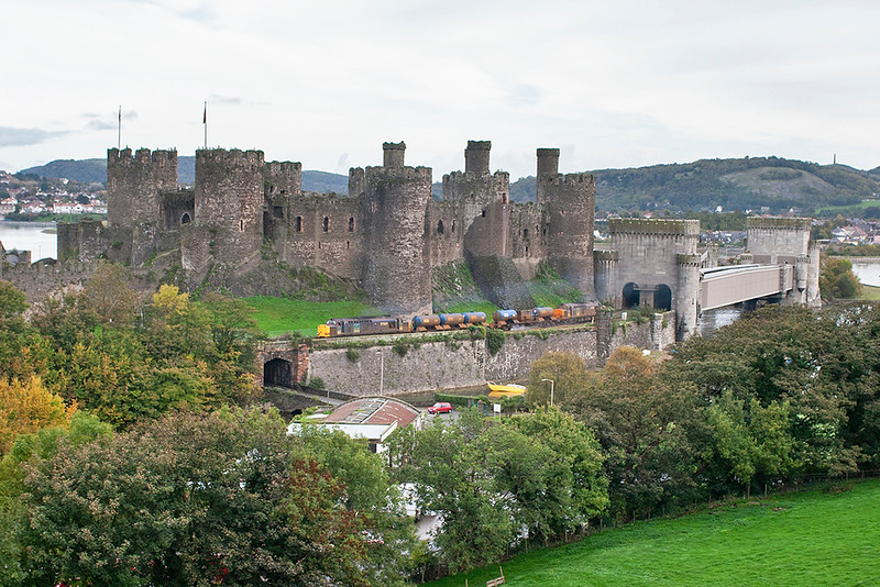 37069 and 37059, Conwy 23/10/2006<br /> 3J96 0647 Bidston-Crewe Gresty Lane (via Wrexham and Holyhead)