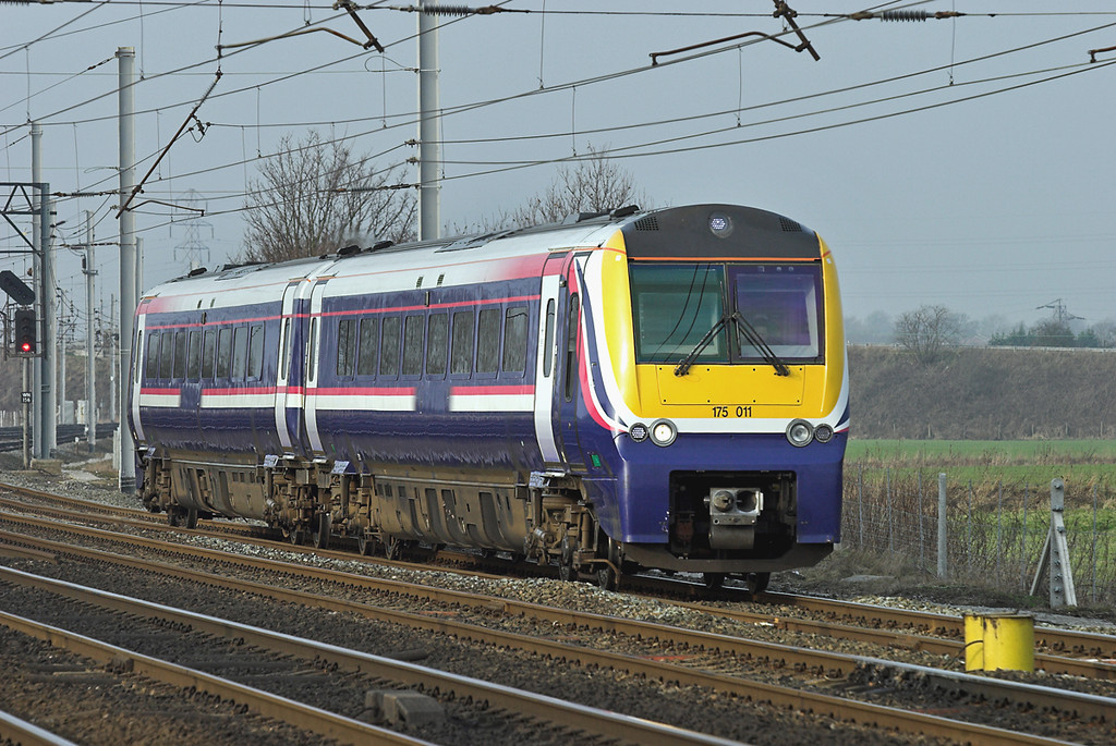 175011 Winwick Junction 24/1/2006<br /> 1D37 1316 Manchester Piccadilly-Llandudno
