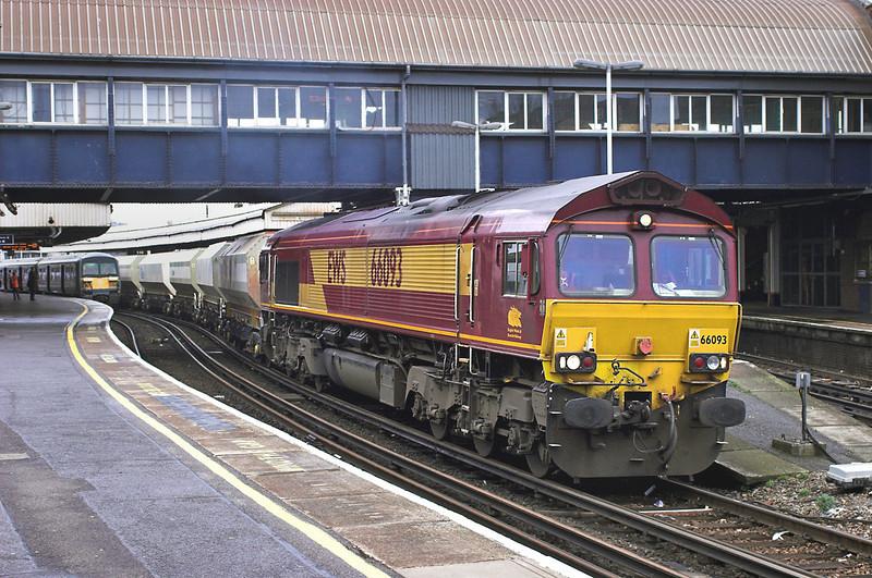 66093 Clapham Junction 24/3/2006<br /> 6Y91 1040 Cliffe-Purley