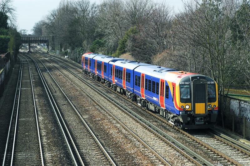 450067 Barnes 24/3/2006<br /> 2S40 1333 Weybridge-London Waterloo