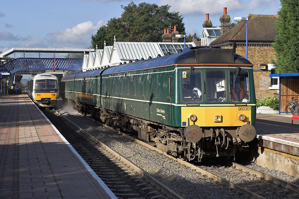 960301 and 165022, Stoke Mandeville 24/10/2006<br /> 960301: 3S76 1340 Aylesbury-London Marylebone<br /> 165022: 2B16 1257 London Marylebone-Aylesbury