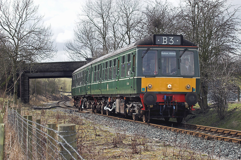 52031 and 52005, Draughton 25/3/2006<br /> 1300 Embsay-Bolton Abbey