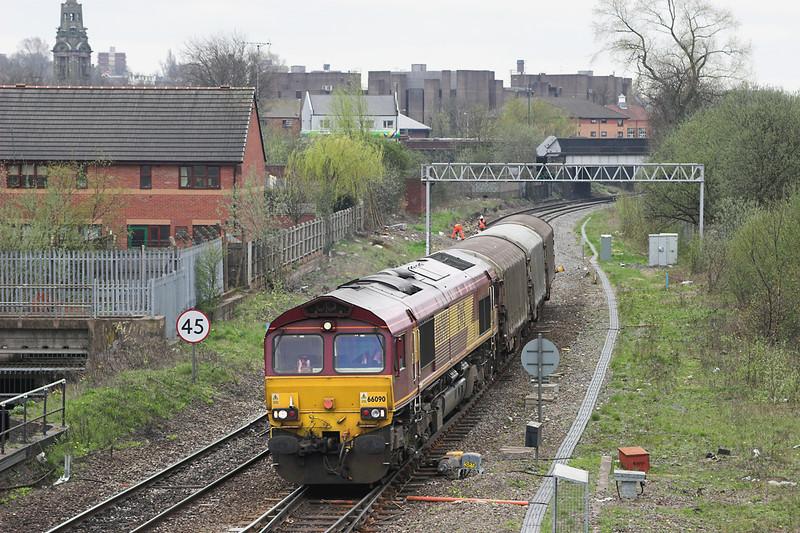 66090 Ryecroft Junction 25/4/2006<br /> 6D36 1148 Bescot-Burton