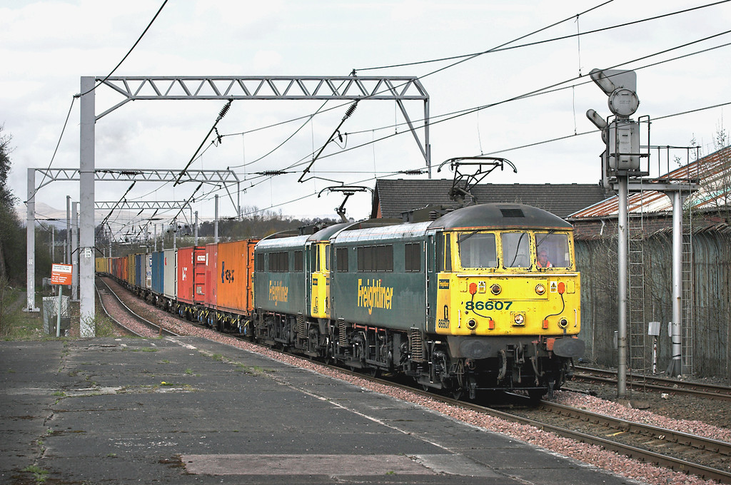 86607 and 86604, Coatbridge Central 26/4/2006<br /> 4M74 1410 Coatbridge-Basford Hall