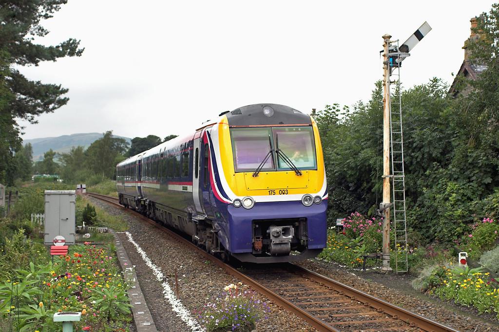 175003 Burneside 26/8/2006<br /> 1H69 1037 Windermere-Manchester Airport