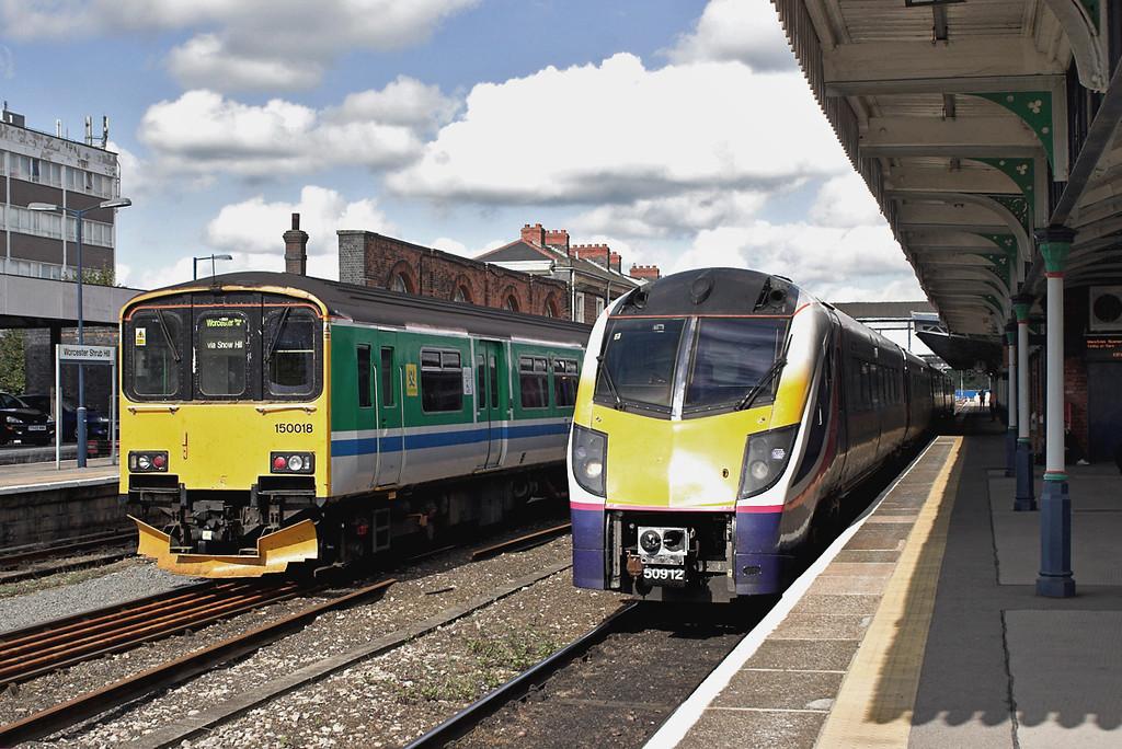 180112 and 150018, Worcester Shrub Hill 26/9/2006<br /> 180112: 1F46 1134 Hereford-London Paddington
