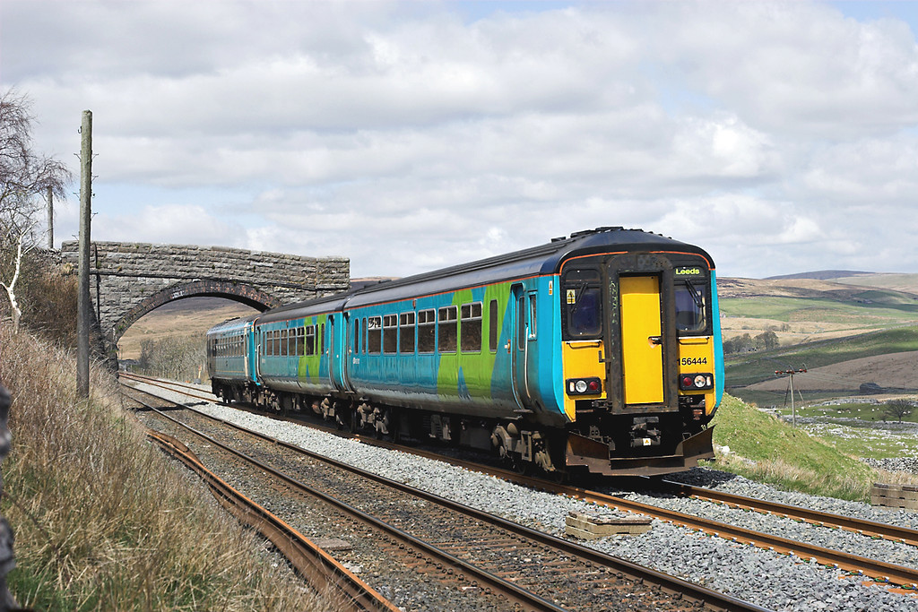 156444 and 153378, Selside Shaw 28/4/2006<br /> 2H89 1151 Carlisle-Leeds