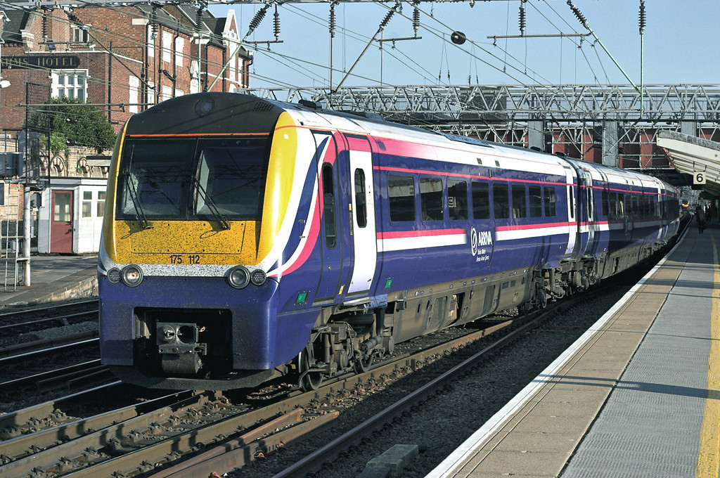 175112 Crewe 2/5/2007<br /> 1W85 1310 Milford Haven-Manchester Piccadilly