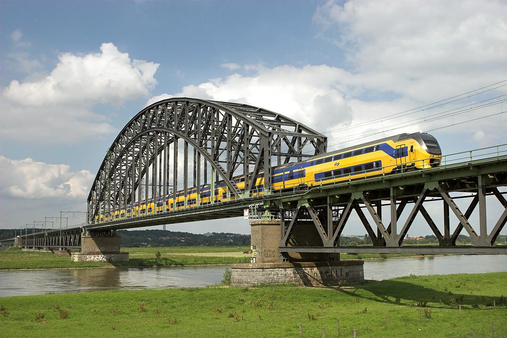 8629 Arnhem Spoorbrug 4/6/2007<br /> 3759 1520 Zwolle-Nijmegen