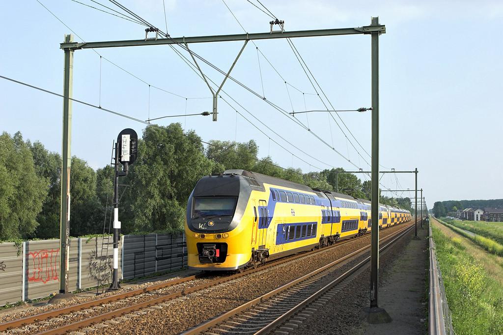 9425 and 8639, Arnhem Zuid 4/6/2007<br /> 3068 1909 Nijmegen-Den Helder