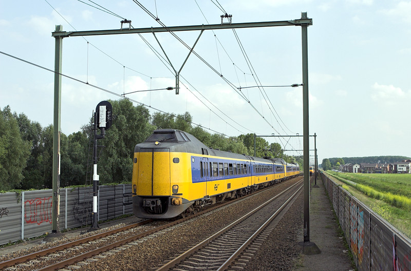4083 and 4031, Arnhem Zuid 4/6/2007<br /> 3762 1828 Nijmegen-Zwolle