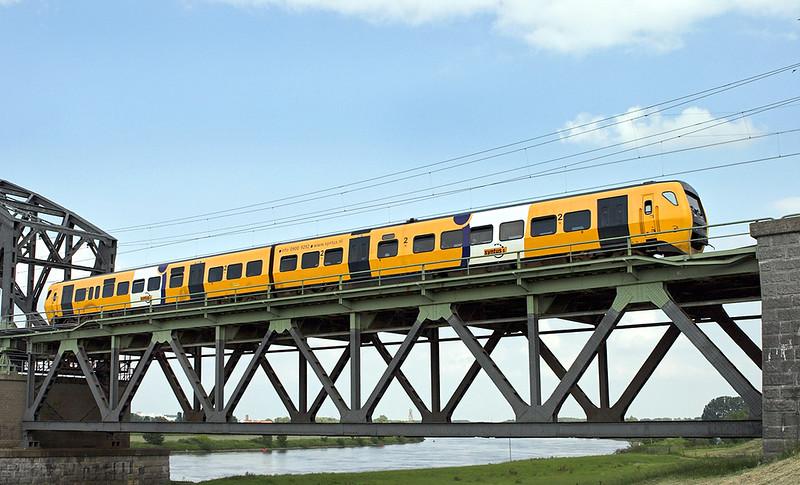 51 Arnhem Spoorbrug 4/6/2007<br /> 31162 1703 Arnhem-Tiel