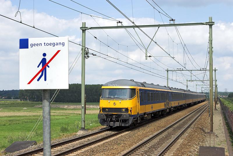 5211 (1769 on rear), Arnhem Zuid 4/6/2007<br /> 3645 1258 Arnhem-Roosendaal