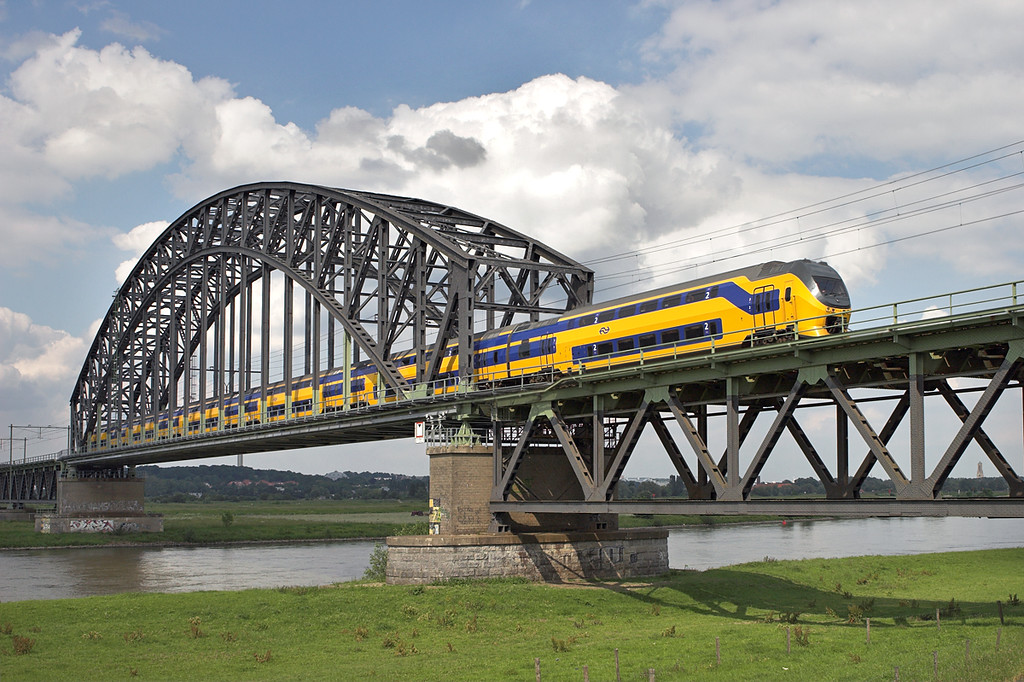 8735 Arnhem Spoorbrug 4/6/2007<br /> 2055 1451 Den Haag Centraal-Nijmegen