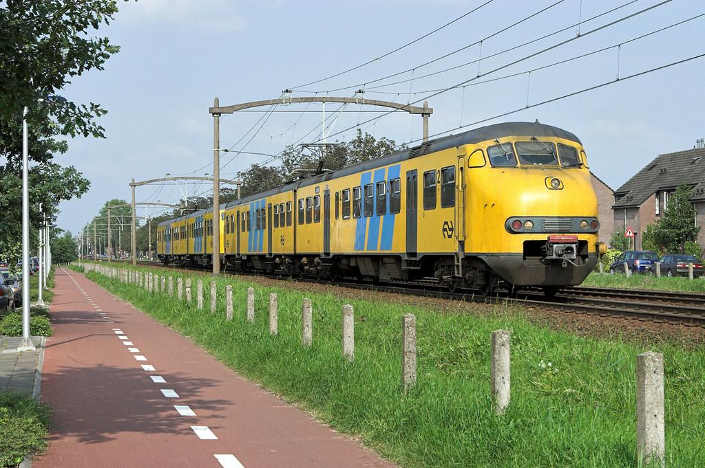 833 and 465, Helmond 't Hout 5/6/2007<br /> 5264 1723 Deurne-Tilburg West