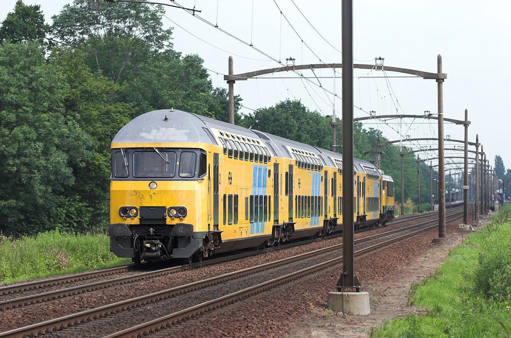 7001 (1727 on rear), Dodrecht Zuid 5/6/2007<br /> 2241 1010 Amsterdam Centraal-Breda
