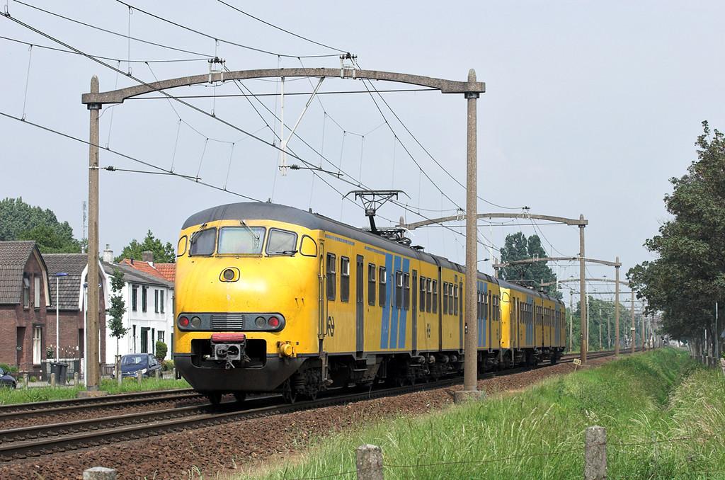 832 and 880, Helmond 't Hout 5/6/2007<br /> 5251 1505 Tilburg West-Deurne