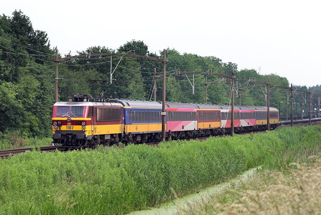 1187 Dodrecht Zuid 5/6/2007<br /> IC609 0935 Bruxelles Midi-Amsterdaam Centraal