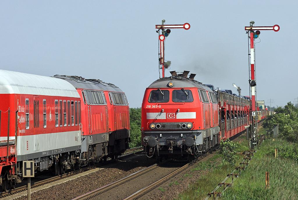 218363, 218190, 215911 and 215912, Keitum 7/6/2007<br /> 218363/218190: AS77542 1540 Niebüll-Westerland<br /> 215911/215912: AS77543 1535 Westerland-Niebüll