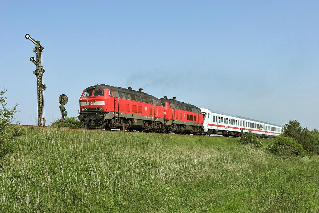 218349 and 218495, Keitum 7/6/2007<br /> IC2310 0638 Frankfurt (Main) Hbf-Westerland