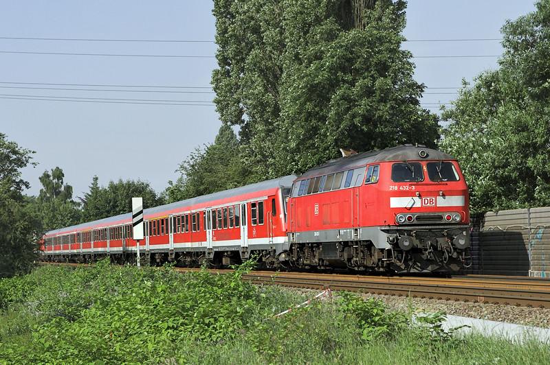 218432 Hamburg-Tanndorf 8/6/2007<br /> RE21561 0835 Lübeck Hbf-Hamburg Hbf