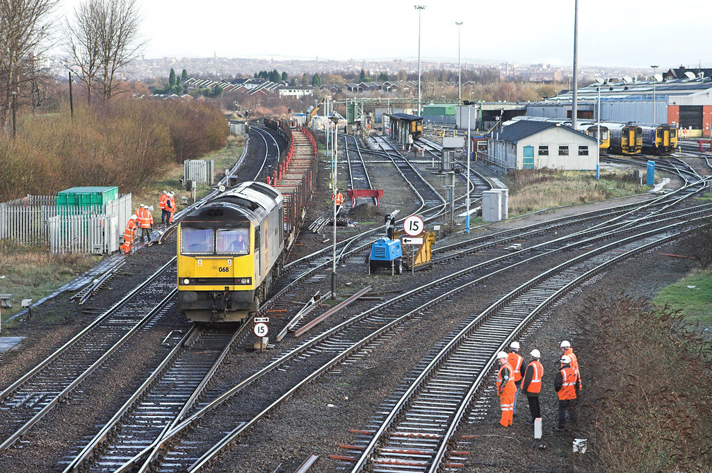 60068 Thorpes Bridge Junction 10/1/2007<br /> 6F30 1019 Castleton-Warrington Arpley