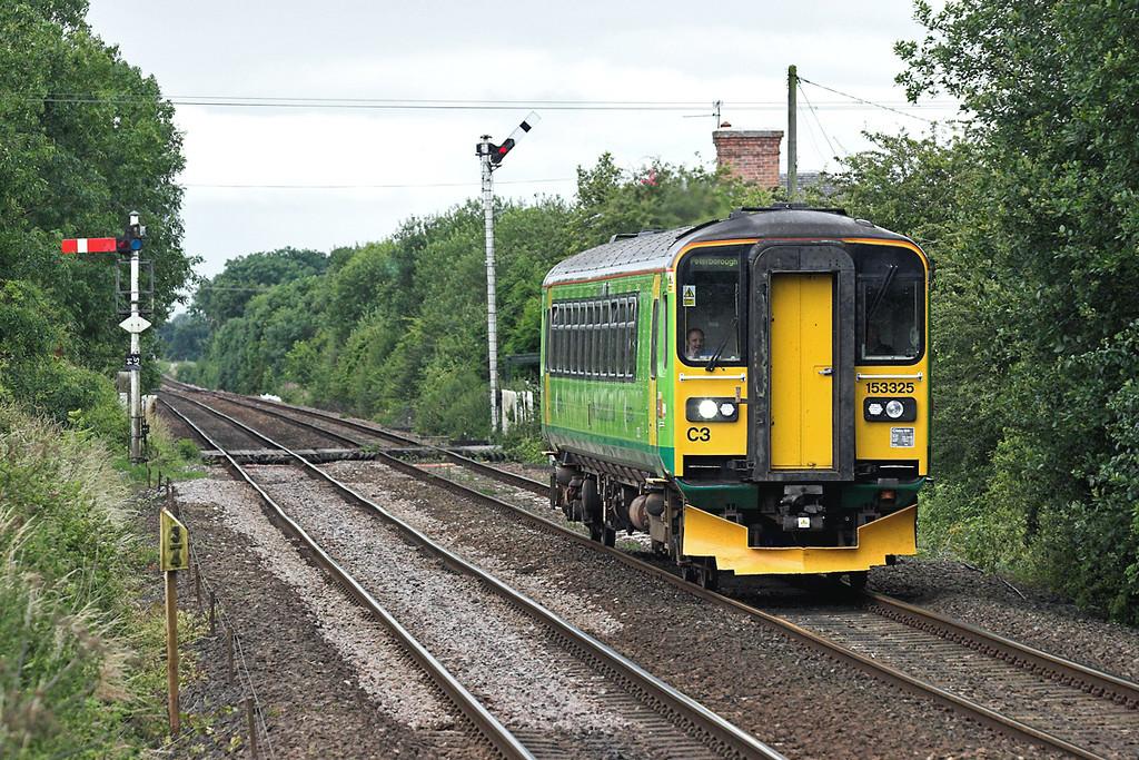 153325 Swinderby 11/7/2007<br /> 2K27 1305 Newark Northgate-Peterborough