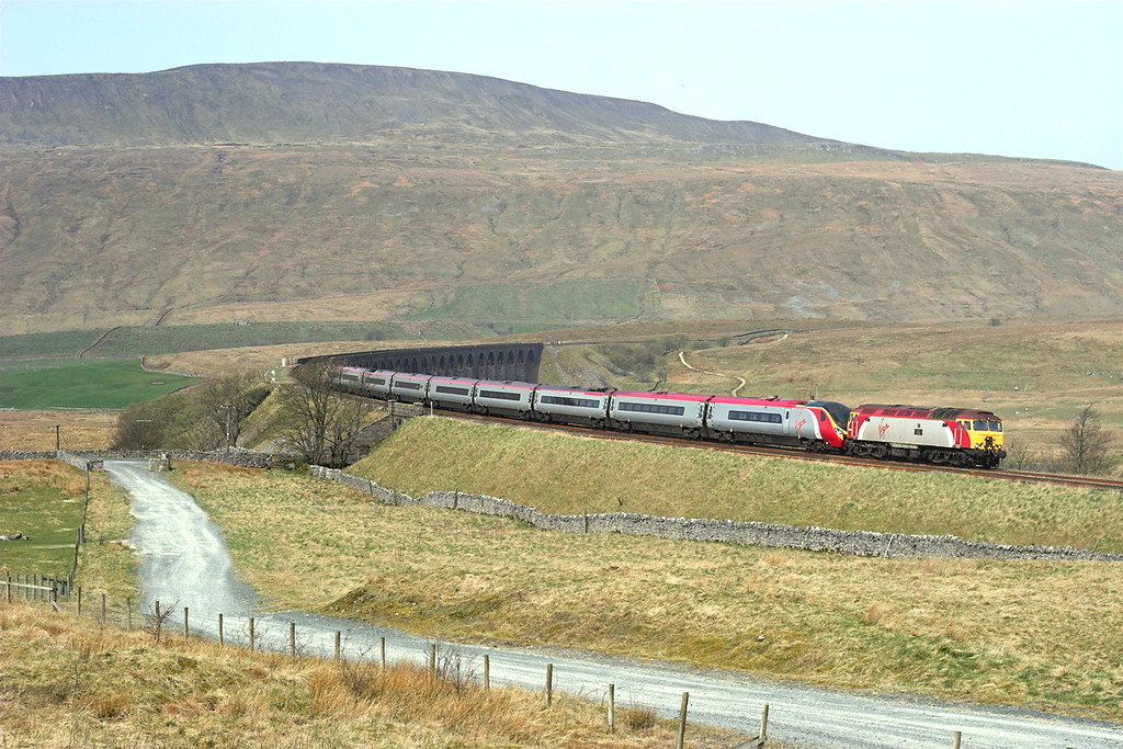 57308 and 390052, Ribblehead 14/4/2007<br /> 1M81 0918 Glasgow Central-London Euston