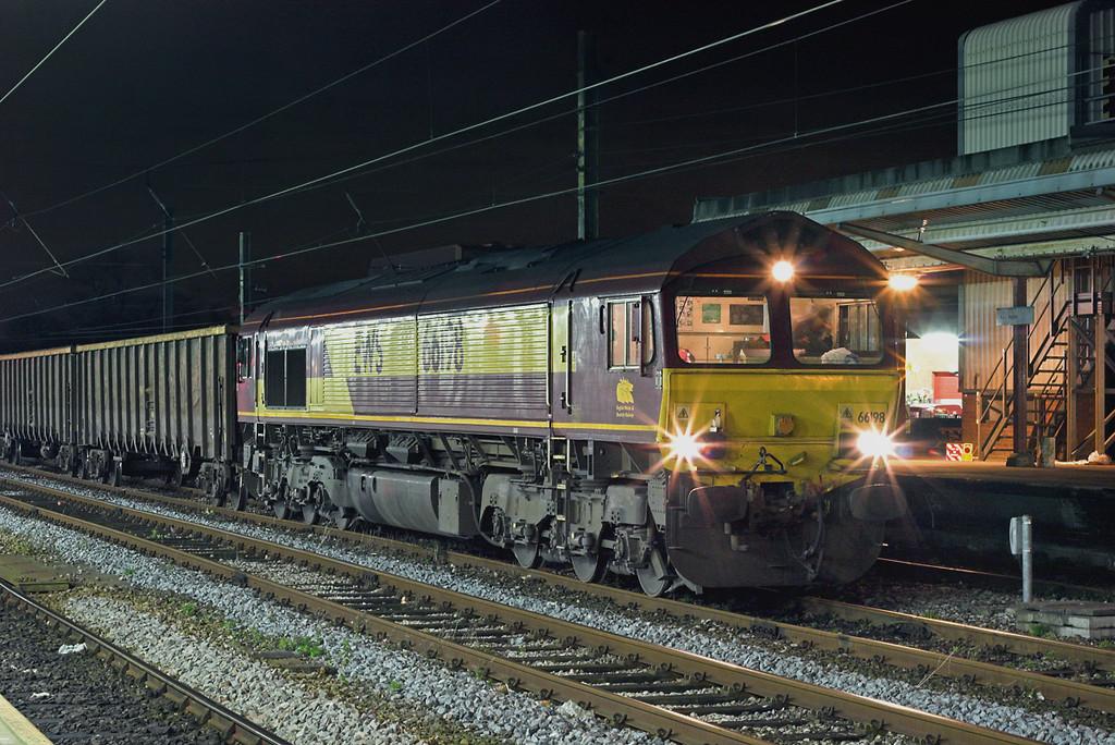 66198 Preston 15/11/2007<br /> 6Z51 2037 Alexandra Dock-Mossend Yard