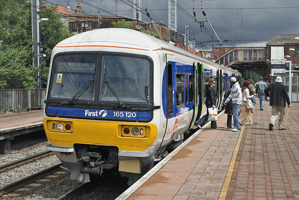 165120 West Ealing 18/6/2007<br /> 2G34 1325 London Paddington-Greenford