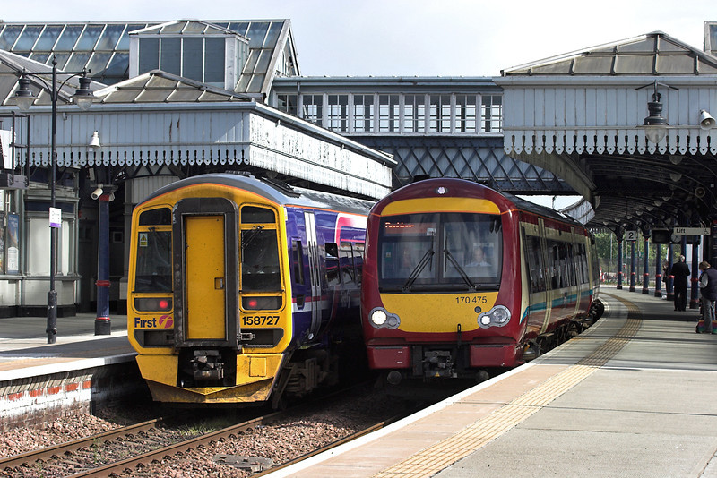 170475 and 158727, Stirling 31/5/2007<br /> 170475: 2N47 1549 Glasgow Queen Street-Dunblane<br /> 158727: 2P34 1626 Dunblane-Edinburgh
