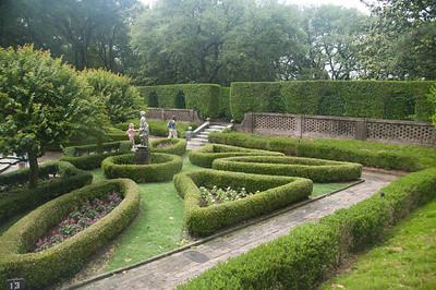 06 - Elizabethan Gardens
