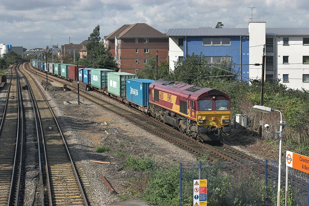 66130 Caledonian Road & Barnsbury 1/9/2008<br /> 4L27 1030 Wembley Yard-Harwich Parkston Quay