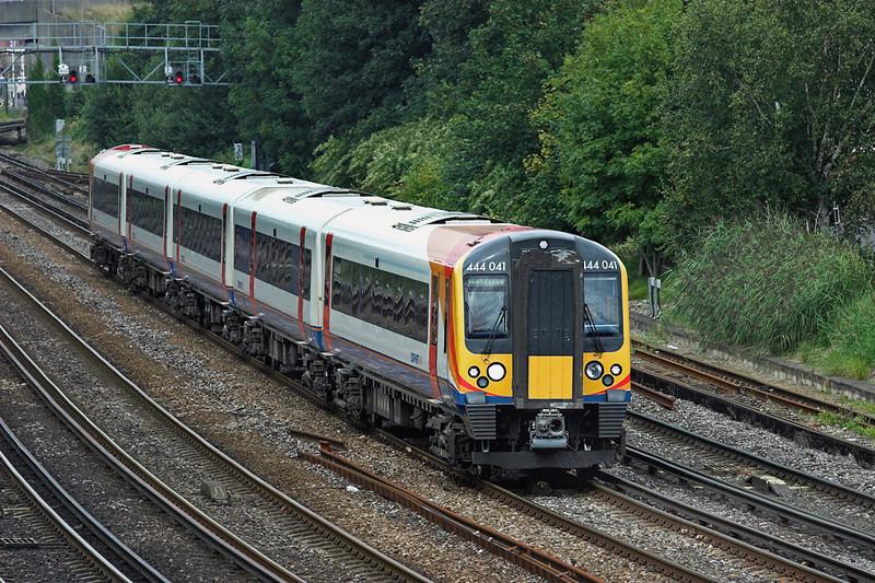 444041 Southampton 20/8/2008<br /> 2B40 1050 Poole-London Waterloo