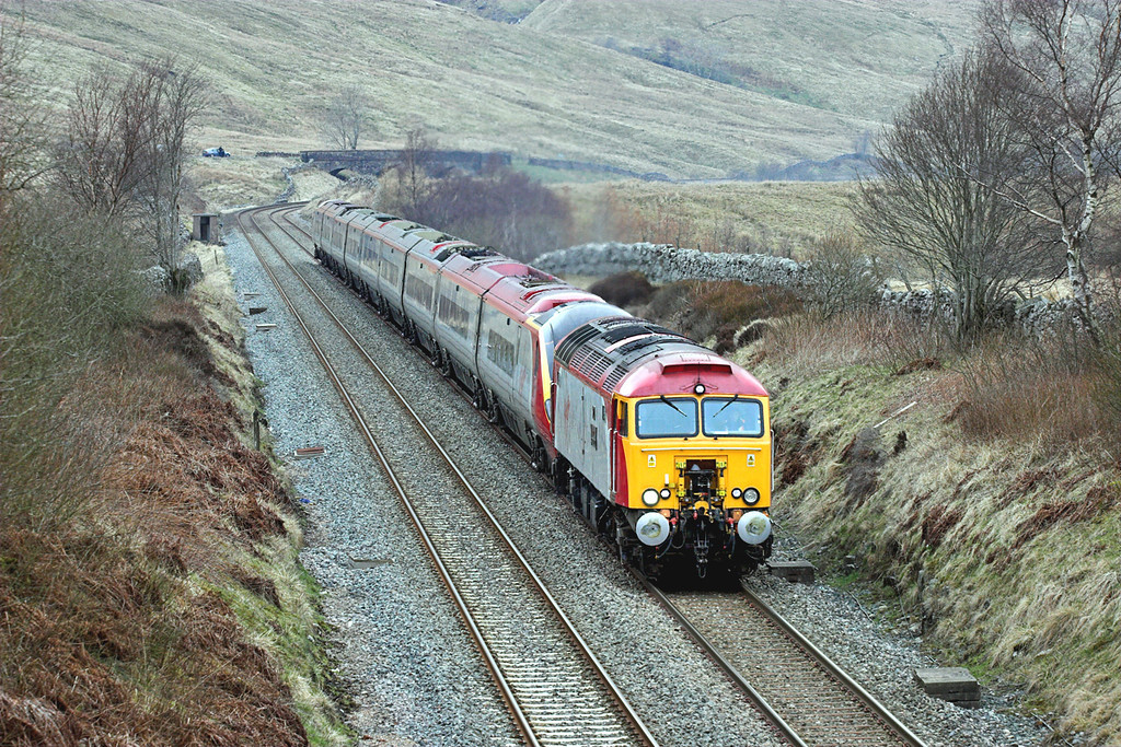 57304 and 390043, Ais Gill 29/3/2008<br /> 1M81 0918 Glasgow Central-London Euston