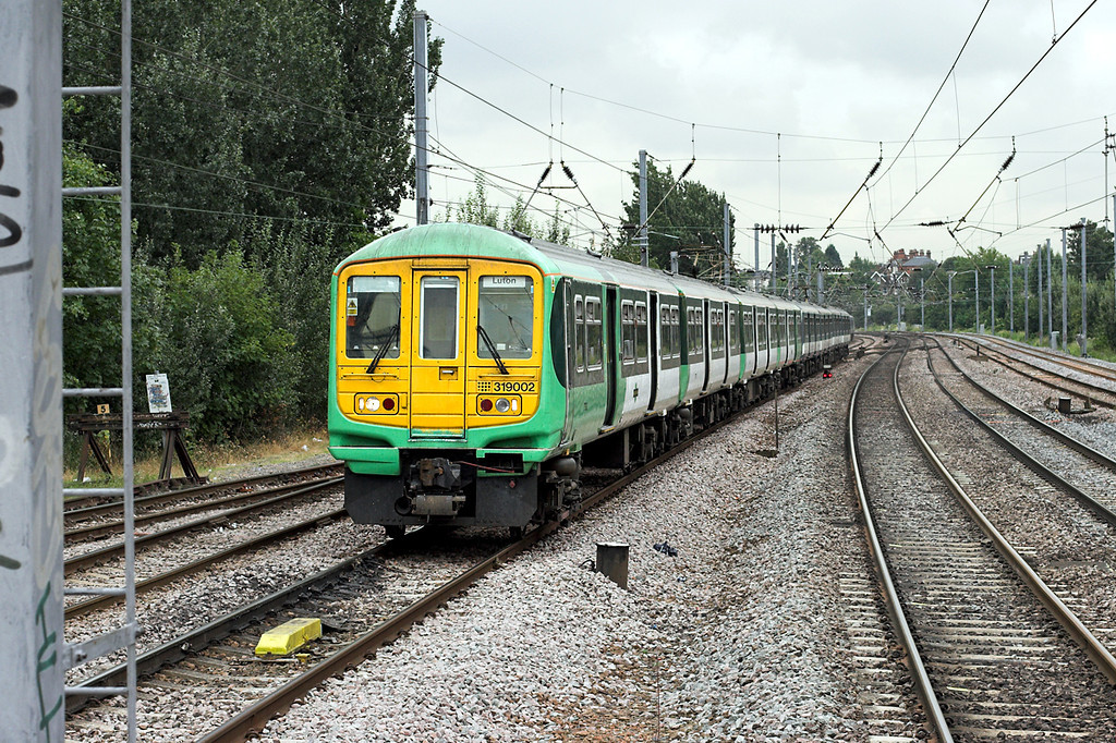 319002 and 319365, Cricklewood 29/8/2008<br /> 2O38 1126 Wimbledon-Luton