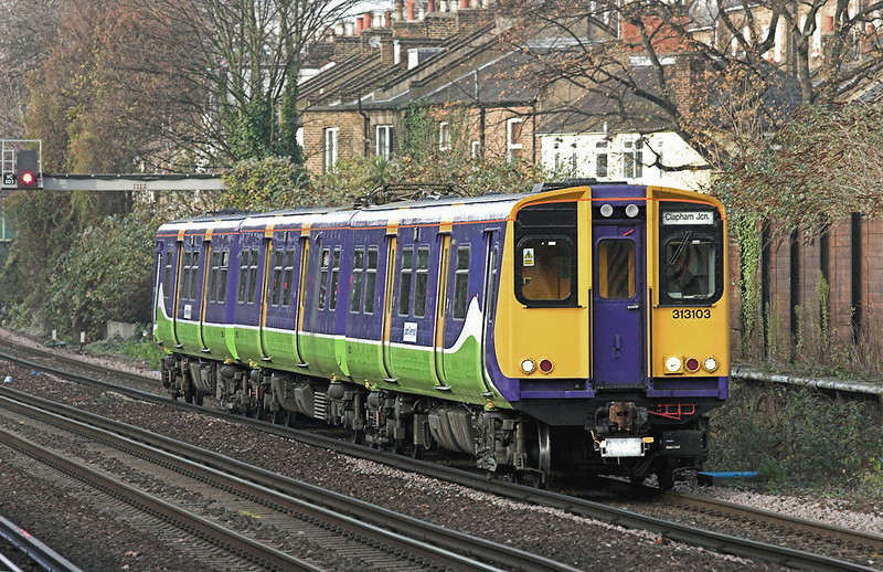 313103 Kensington Olympia 1/12/2009<br /> 2Y29 1338 Watford Junction-Clapham Junction