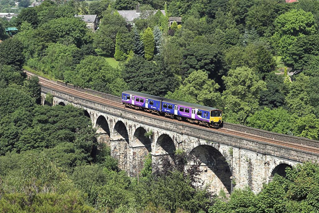150135 Saddleworth Viaduct 2/7/2009<br /> 2M75 1530 Huddersfield-Manchester Victoria