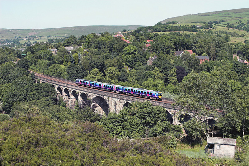 185107 Saddleworth Viaduct 2/7/2009<br /> 1P43 1315 Newcastle-Manchester Airport
