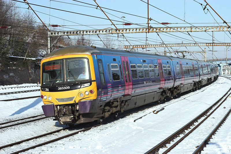 365509 and 365525, Harringay 3/2/2009<br /> 1P21 0922 Peterborough-London Kings Cross
