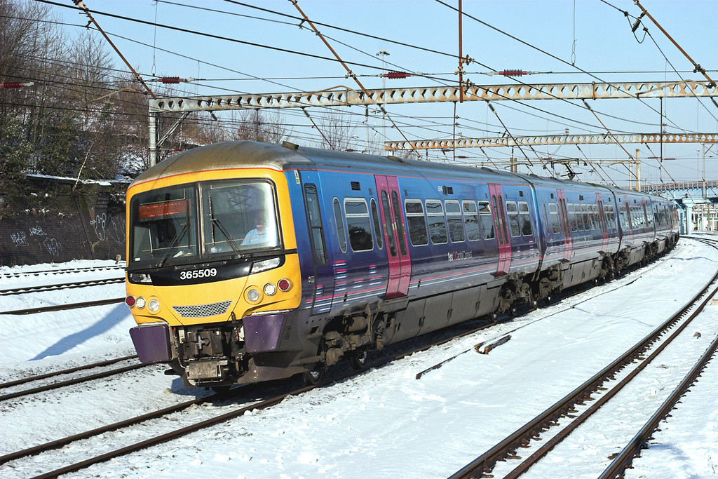 365509 and 365525, Harringay 3/2/2009<br /> 1P21 0922 Peterborough-London Kings Cross