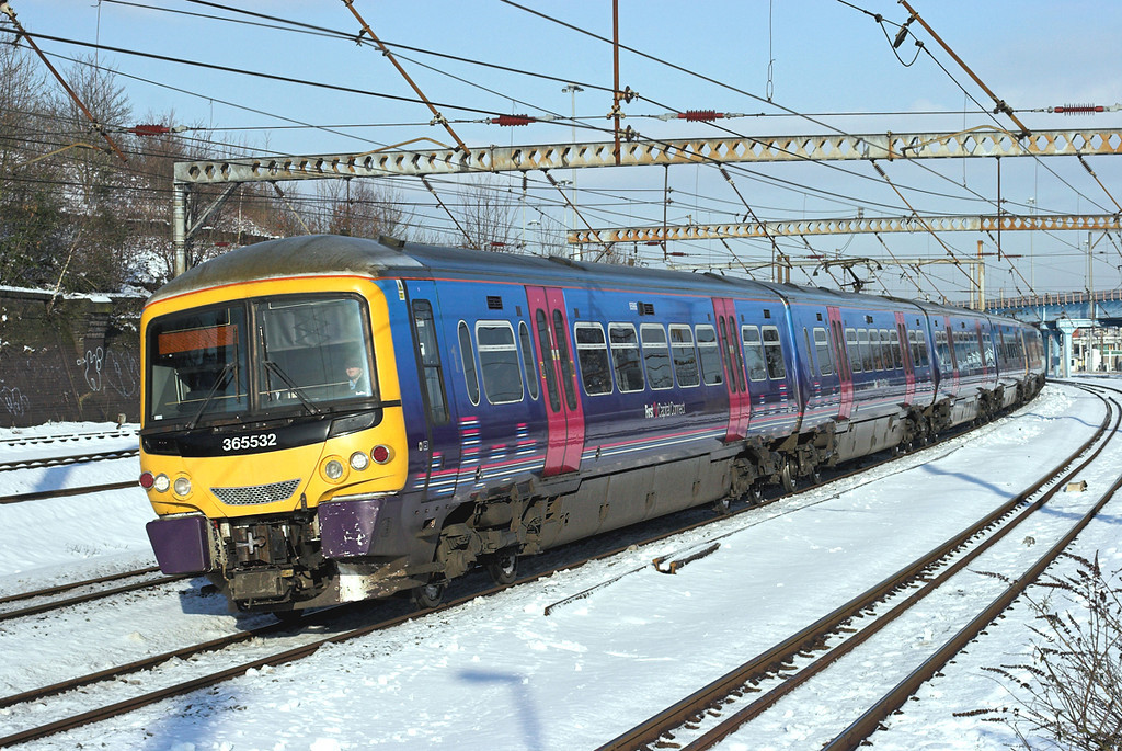 365532 and 365511, Harringay 3/2/2009<br /> 1P17 0822 Peterborough-London Kings Cross