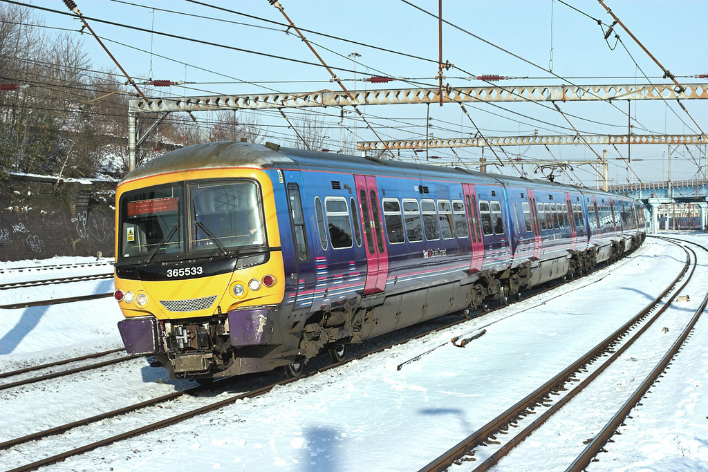 365533 and 365501, Harringay 3/2/2009<br /> 1P19 0852 Peterborough-London Kings Cross