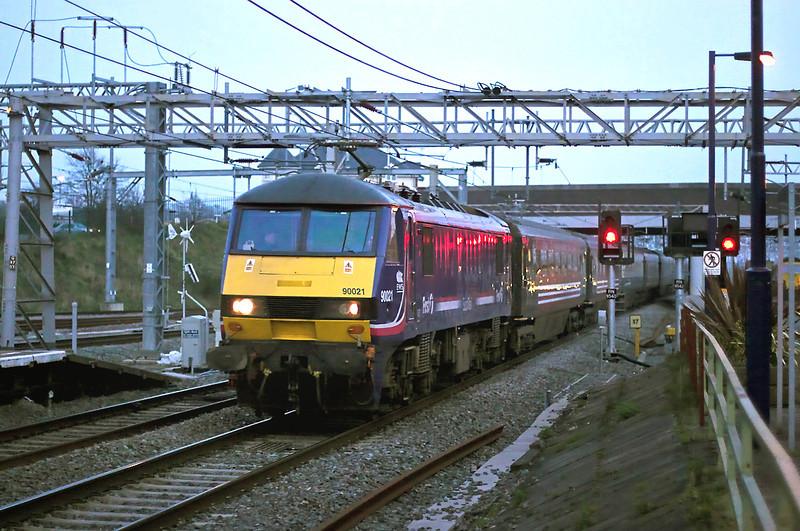 90021 Nuneaton 3/4/2009<br /> 1P05 1846 London Euston-Preston