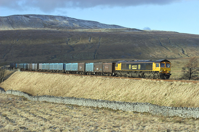 66709 Ribblehead 5/1/2009<br /> 4E13 1240 Newbiggin-Doncaster Down Decoy