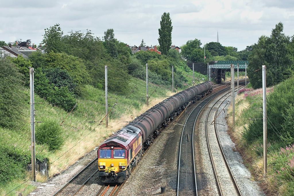 66034 Penwortham 5/8/2009<br /> 6E32 0855 Preston Docks-Lindsey OR