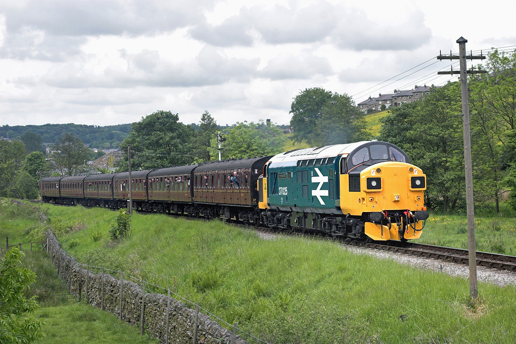 37025 Haworth 7/6/2009<br /> 1540 Keighley-Oxenhope