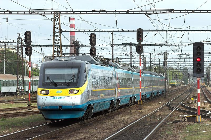 682004 Pardubice hlavní nádraží 12/9/2009<br /> SC14 1058 Wien Südbahnhof-Praha hl.n