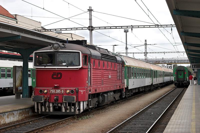 750285 Hradéc Králové hlavní nádraží 12/9/2009<br /> OS5512 1404 Hradéc Králové hl.n-Turnov